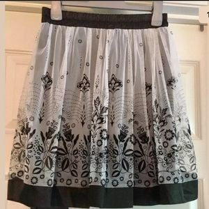 FRIENDS OF COUTURE Skirt Size 10 Floral Overlay